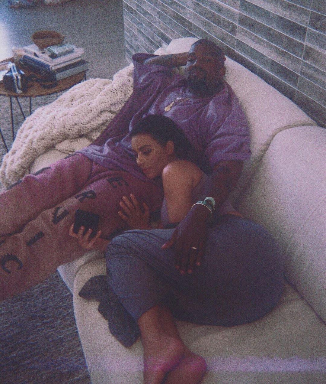 Ким Кардашьян впервые показала фото новорожденного сына