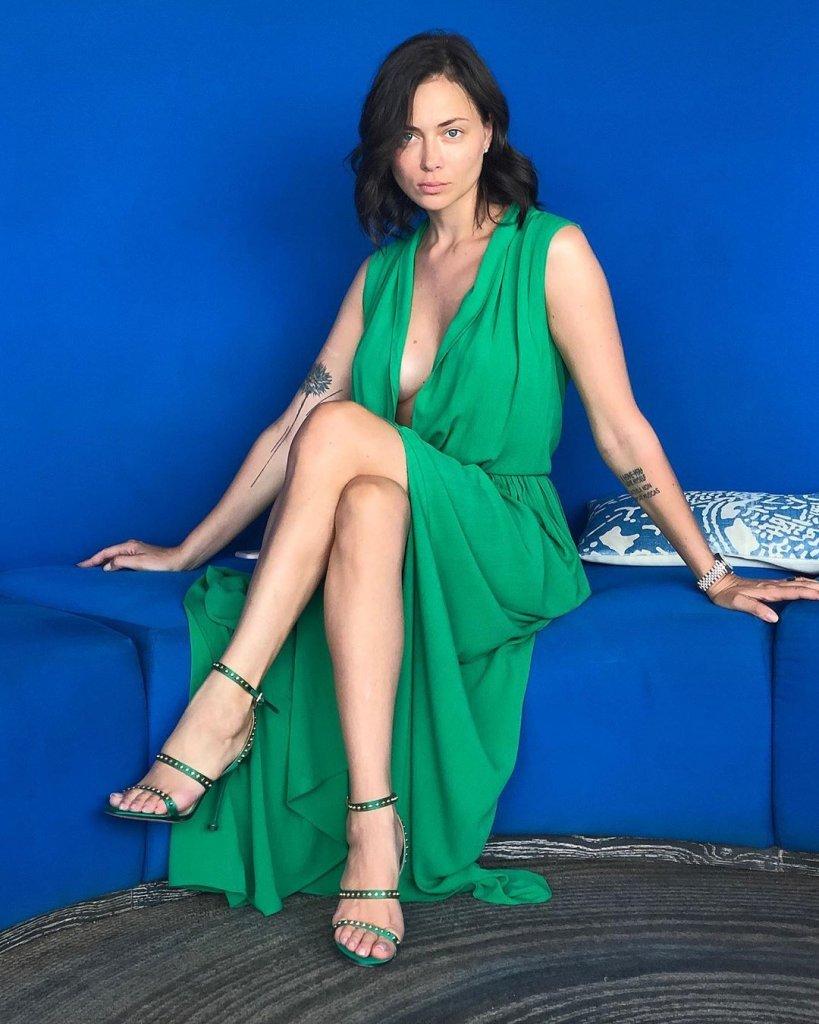 Настасья Самбурская очаровала внешним видом в платье с декольте