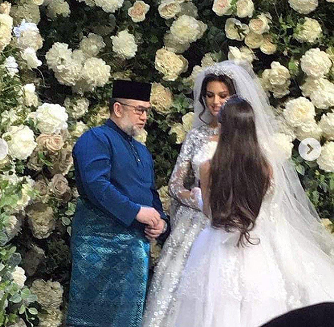 Развод, которого не было: Оксана Воеводина и экс-король Малайзии ещё вместе