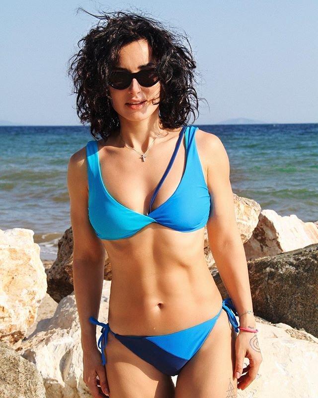 Тина Канделаки и её дочь показали пляжные фото в купальниках