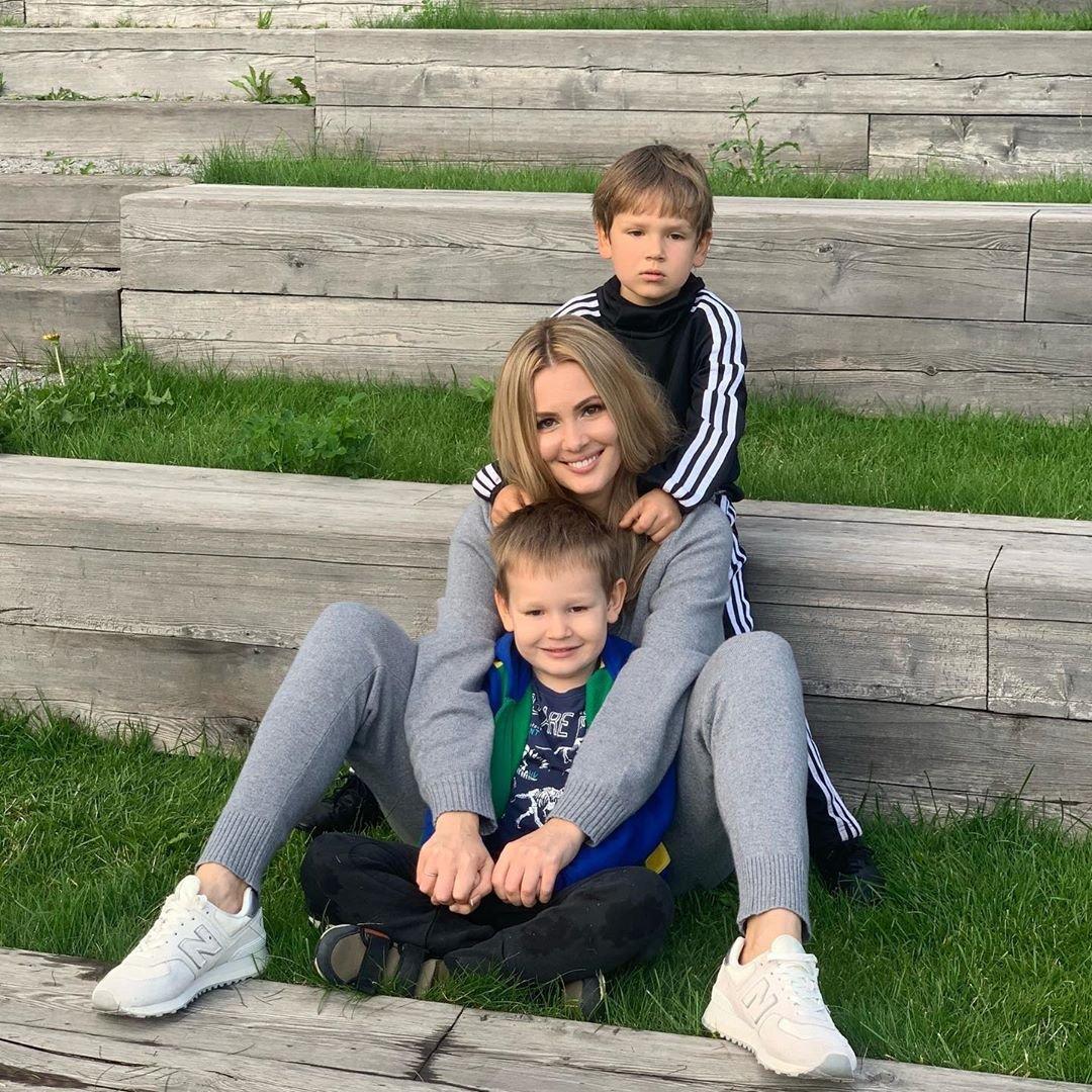 Мария Кожевникова хочет, но не выкладывает фото с венчания с мужем