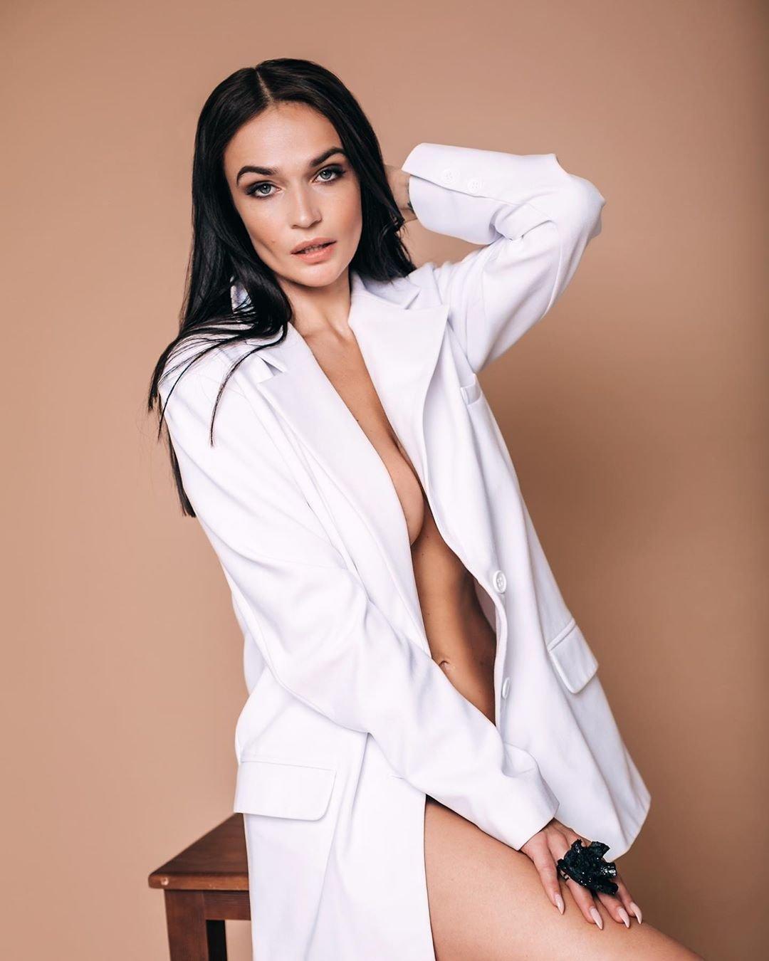 Алёна Водонаева восхитила сексуальным телом в чёрном боди