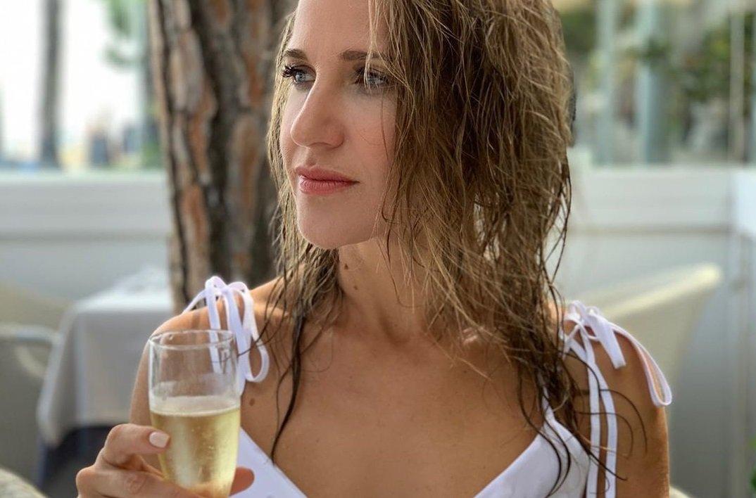 Юлия Ковальчук показала роскошное тело в купальнике