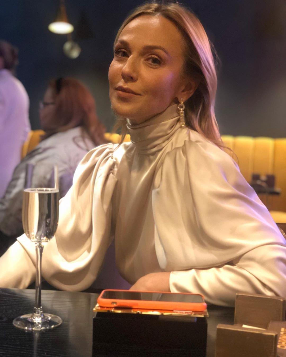 Альбина Джанабаева выбрала необычный наряд для светского мероприятия