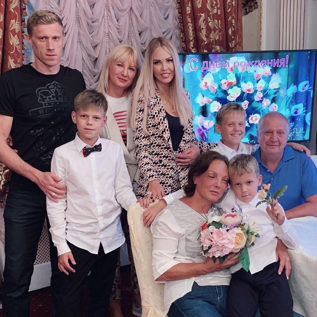 Мария Погребняк показала всю семью в полном составе