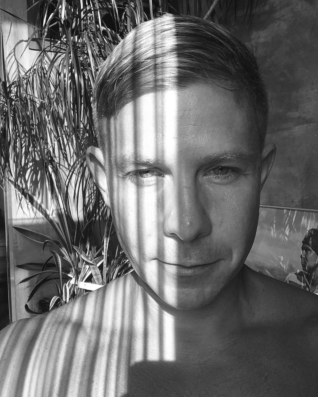 Митя Фомин сделал обнажённое фото в душе