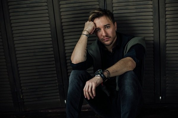 Певец Евген рассказал о дебютном треке и творческих планах