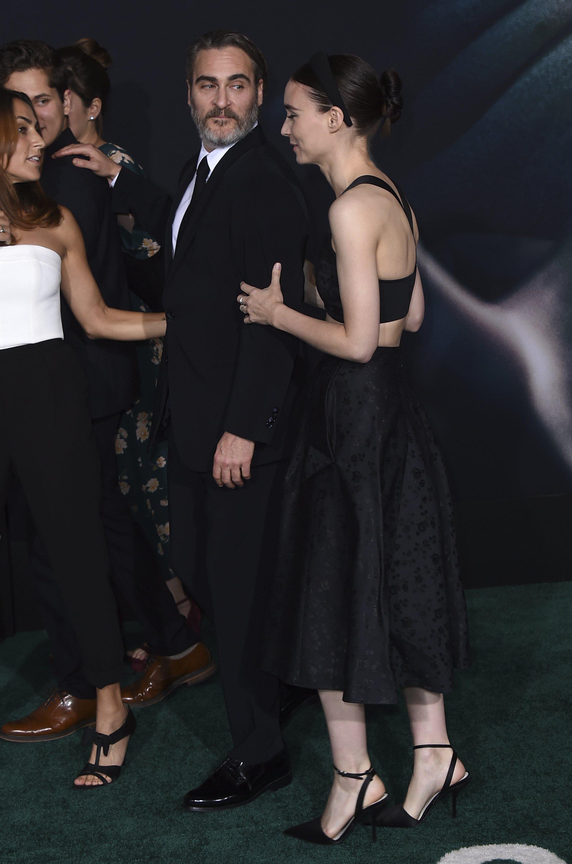Хоакин Феникс и Руни Мара появились на премьере «Джокера» в Нью-Йорке