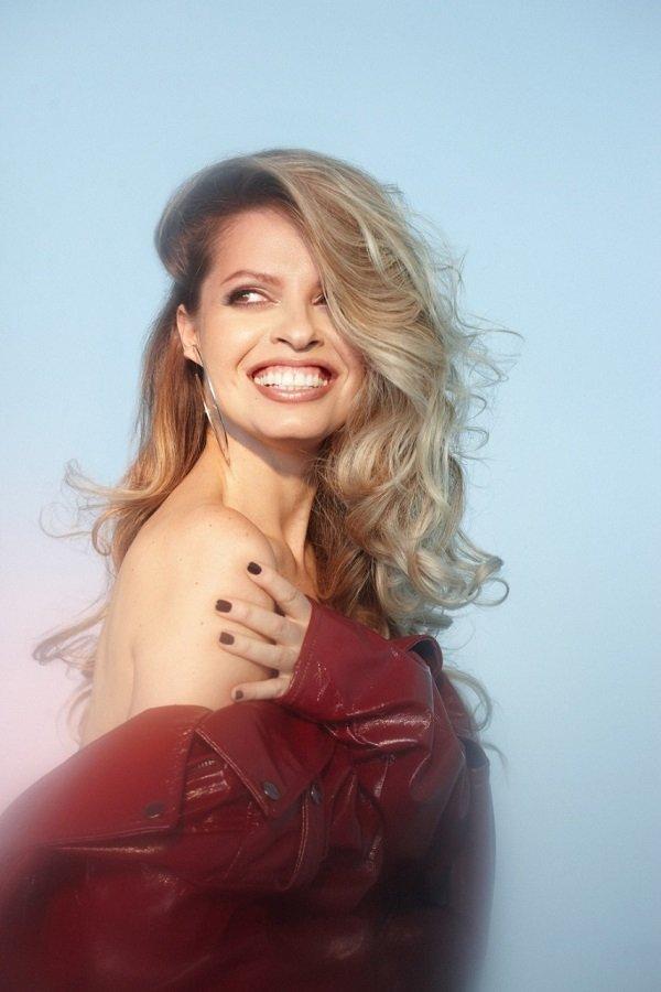 Певица Kat Kenna начала петь еще в роддоме
