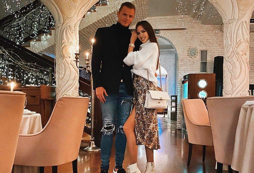 Дмитрий Тарасов узнал о беременности Анастасии Костенко раньше неё