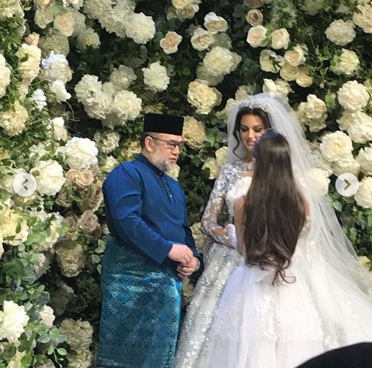 Оксана Воеводина продала обручальное кольцо, подаренное экс-королём Малайзии