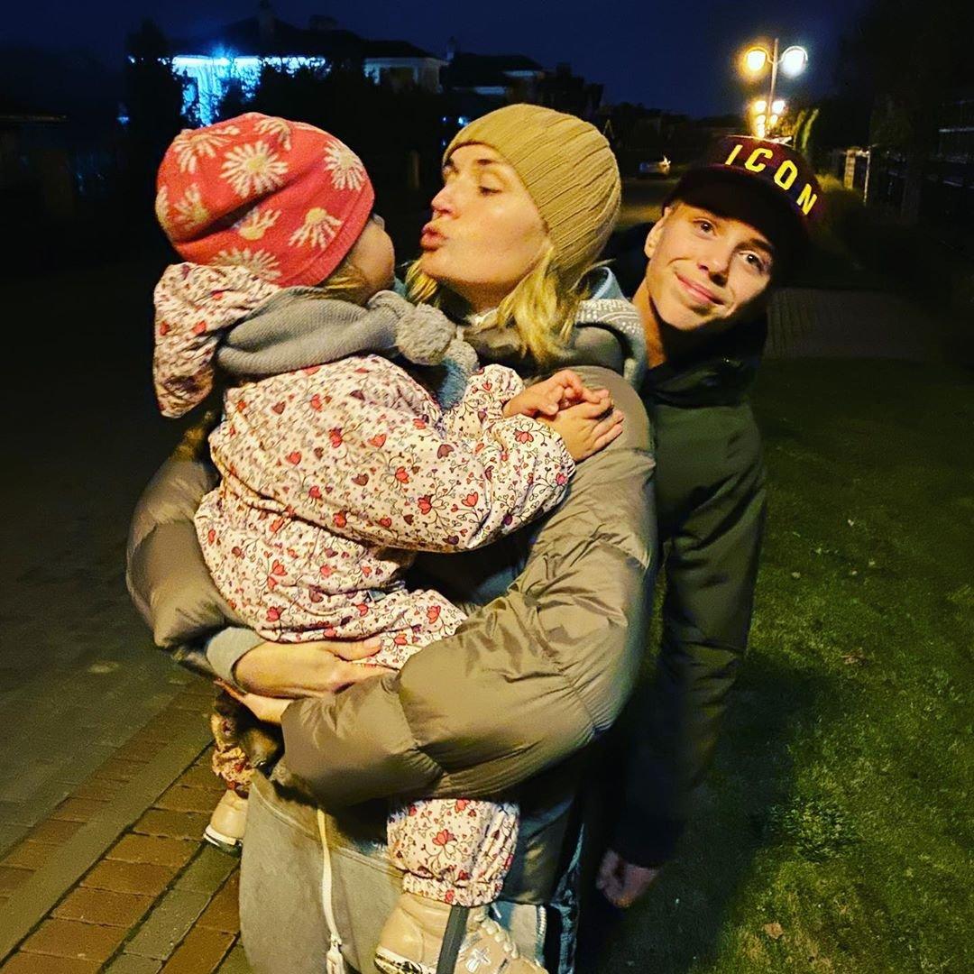 Полина Гагарина поделилась фотографией с детьми