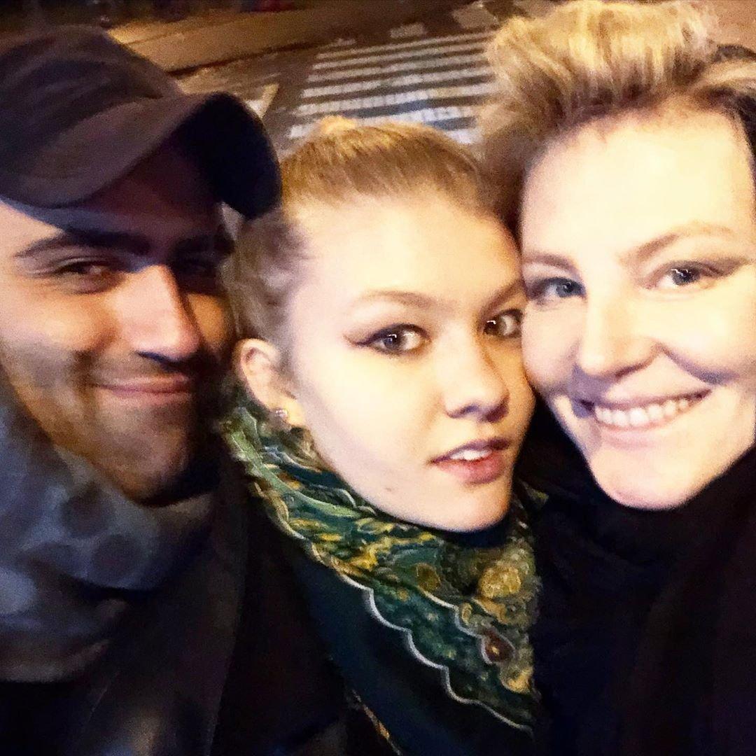 Рената Литвинова опубликовала семейный снимок с дочкой и её другом