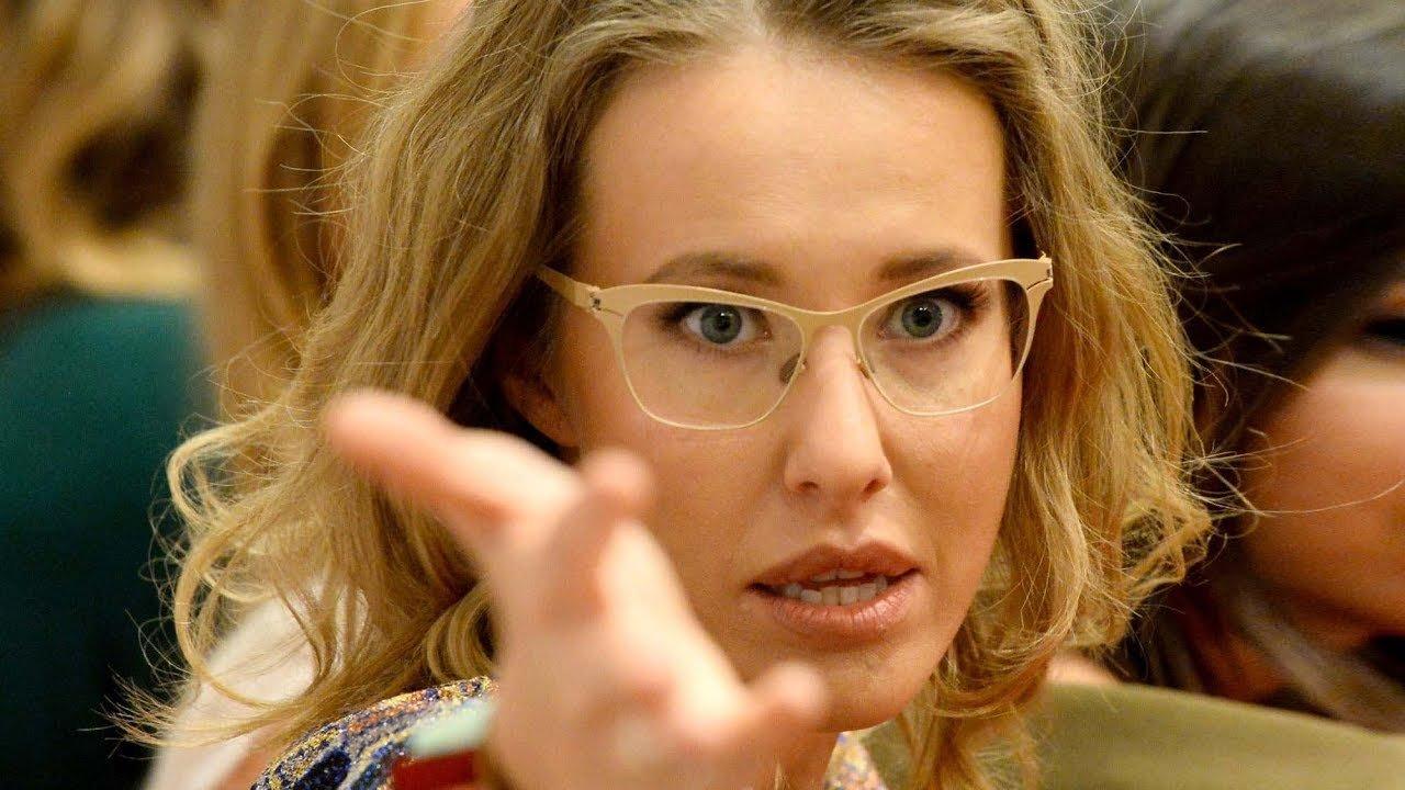 Ксения Собчак со скандалом покинула борт самолёта во Внуково