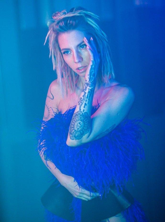 Алиса Салтыкова презентовала яркий клип на песню «Дракон»