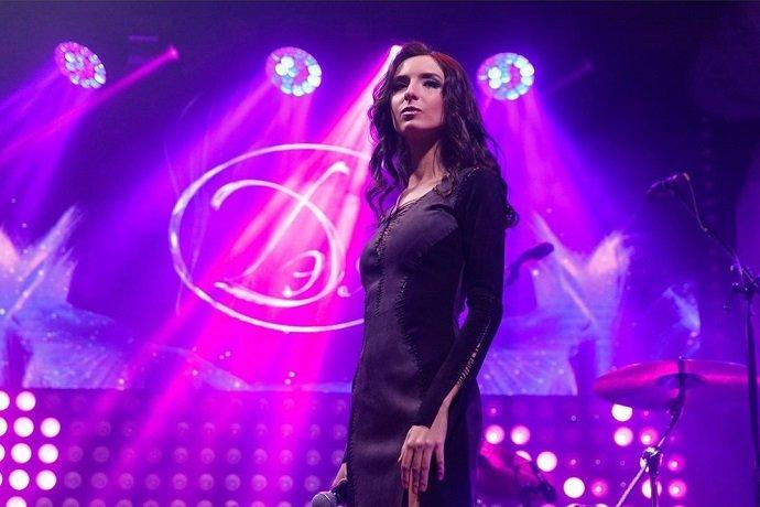 «Певица Дэя отказалась от красок в своем клипе на песню «Люди»