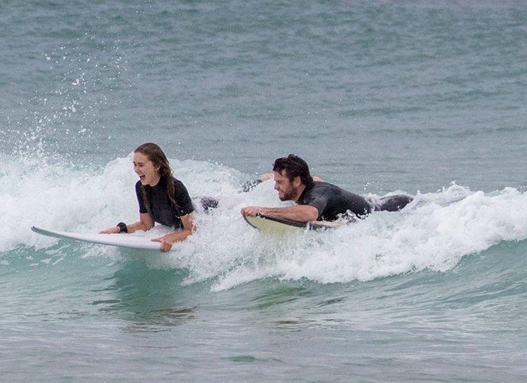 Лиам Хемсворт и Габриэлла Брукс попались папарацци во время отдыха в Австралии