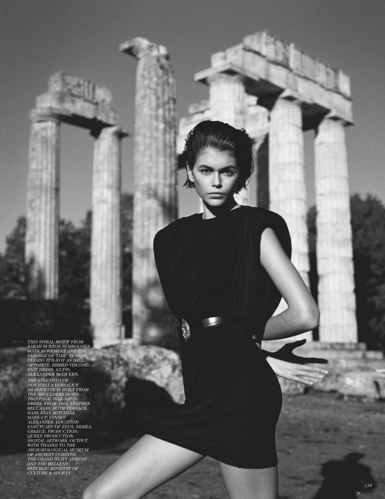Кайя Гербер снялась в пикантной фотосесси для Vogue