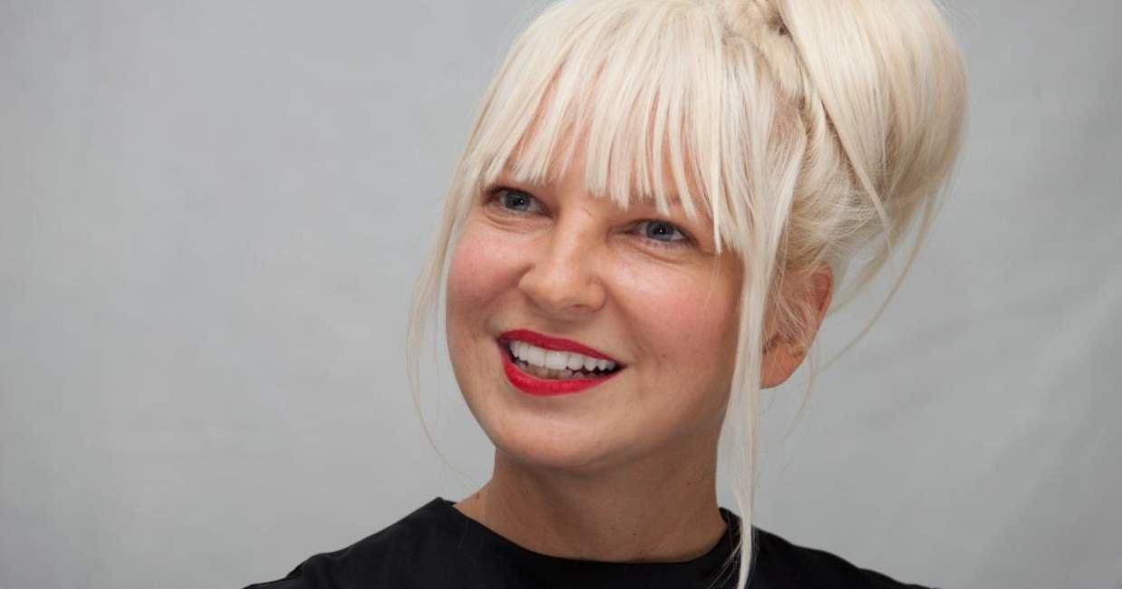 Певица Sia удивила поклонников новостью об усыновлении двоих детей