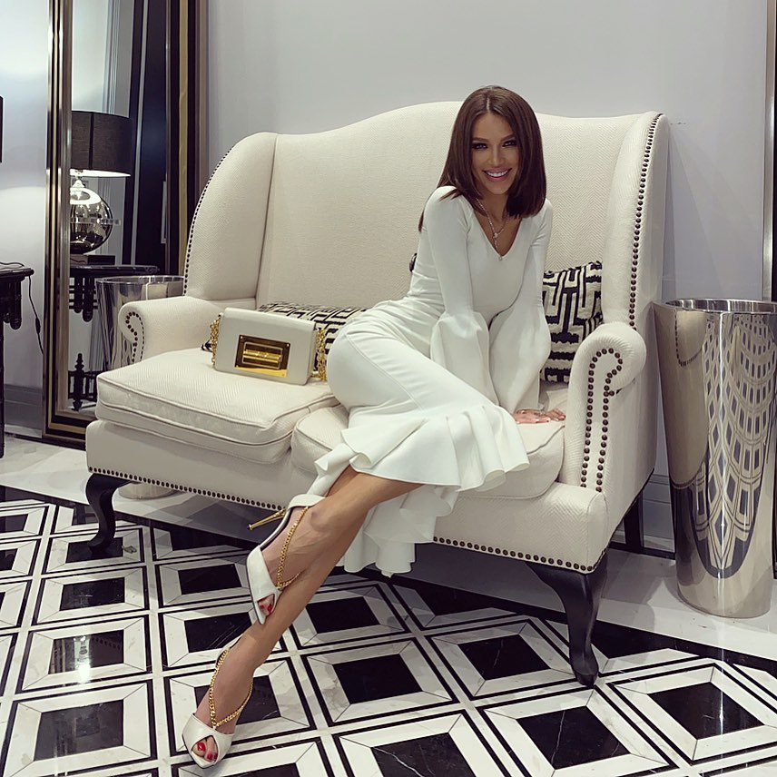 Инесса Шевчук примерила роскошное белое платье