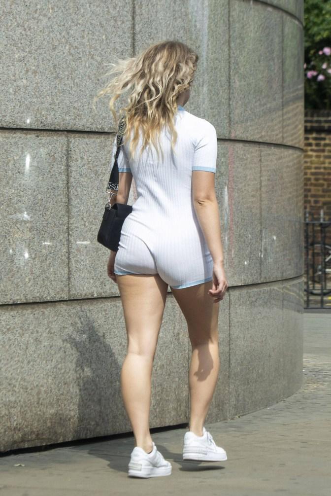 Сестра Кейт Мосс потеряла стыд, выйдя на улицу в прозрачном костюме