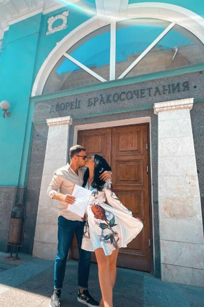 Валерий Блюменкранц и беременная Анна Левченко подали заявление в ЗАГС