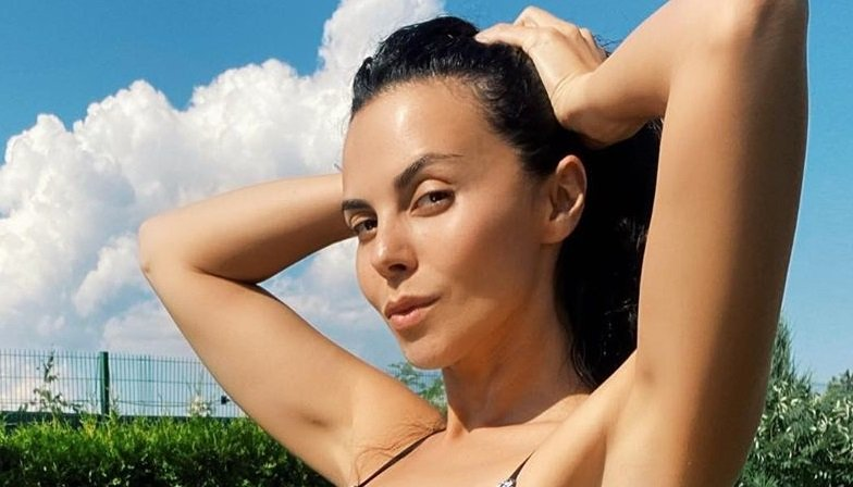 Настя Каменских опубликовала фото без грамма макияжа