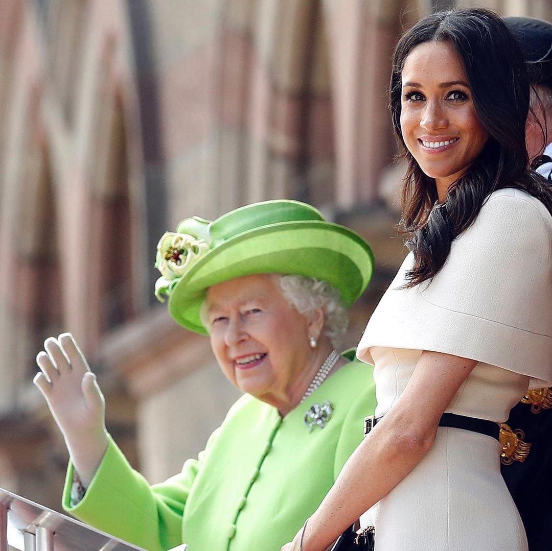 Королева Елизавета II публично поздравила Меган Маркл с днём рождения