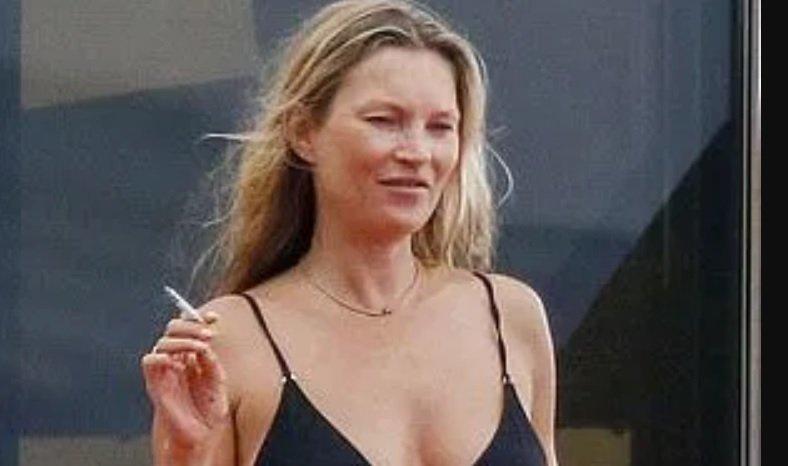 Кейт Мосс отдохнула на яхте на Ибице