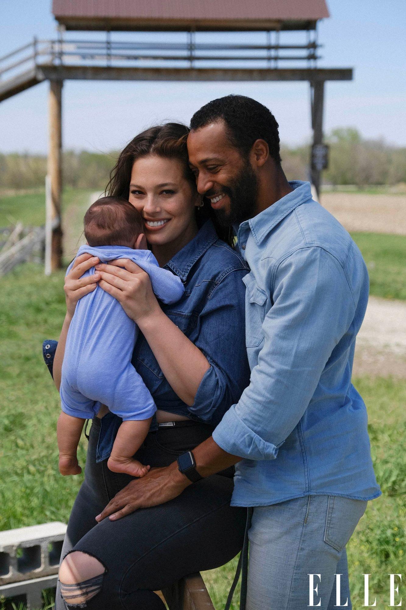 Plus-size модель Эшли Грэм сделала необычное фото с новорожденным сыном