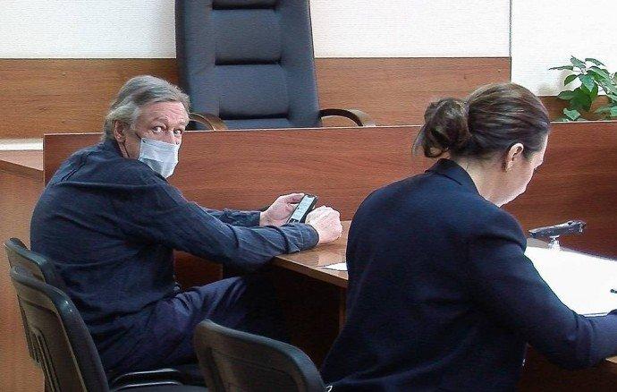 Михаил Ефремов недоволен условиями домашнего ареста
