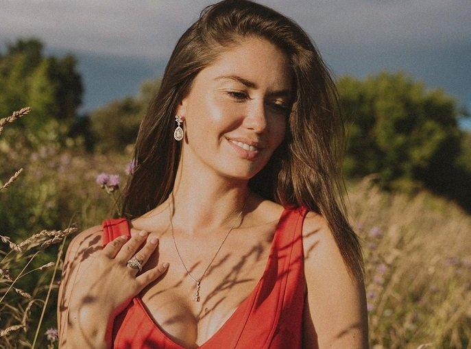 «Мы идем снимать красоту»: отказавшись от нижнего белья, Агата Муцениеце отправилась на фотосессию