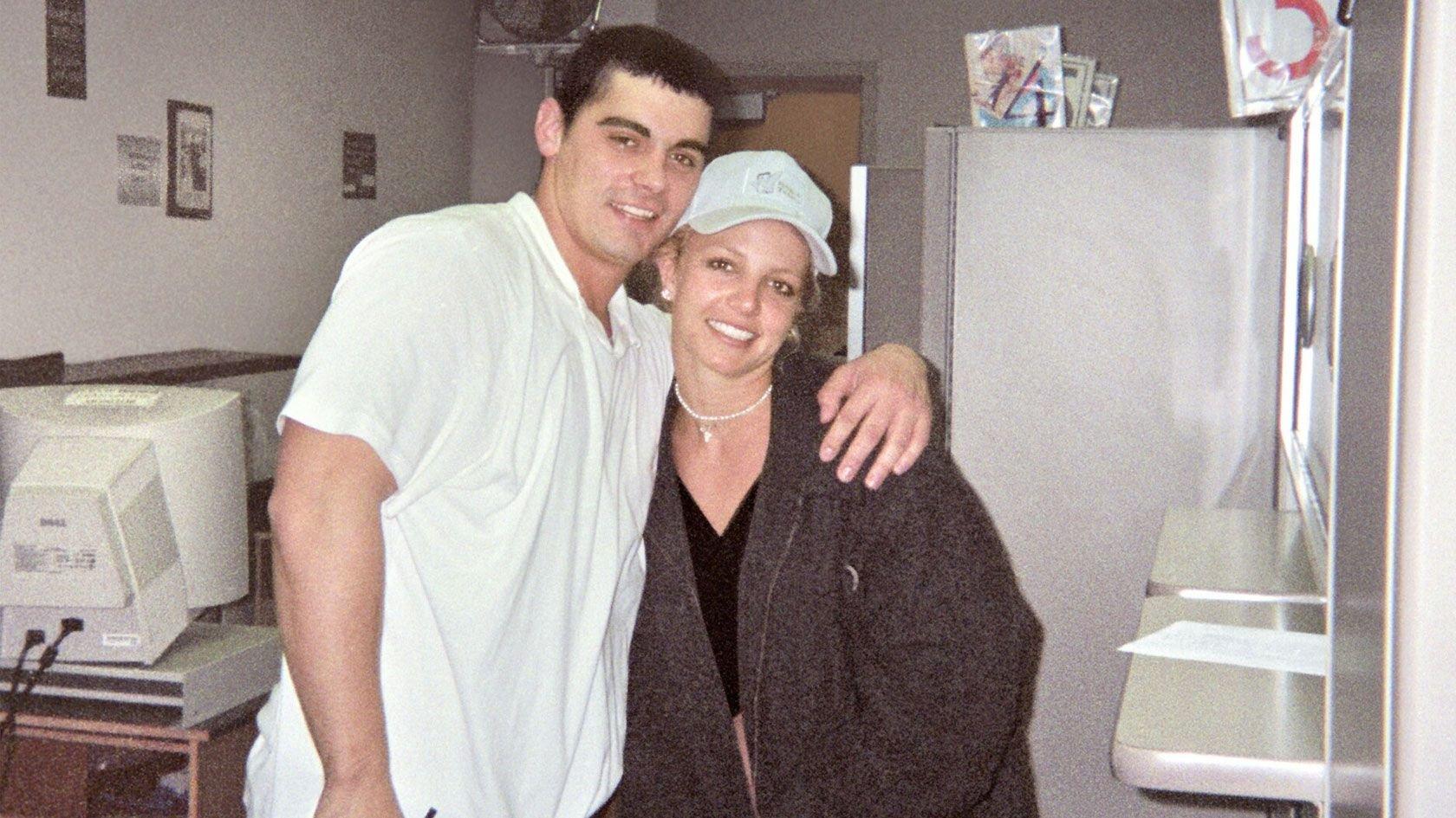 Бывший муж Бритни Спирс заявил, что все еще её любит