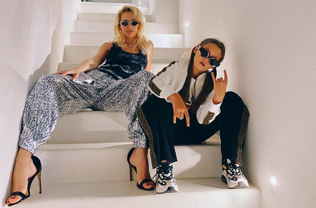 Светлана Лобода опубликовала стильную фотосессию в компании красотки-дочки