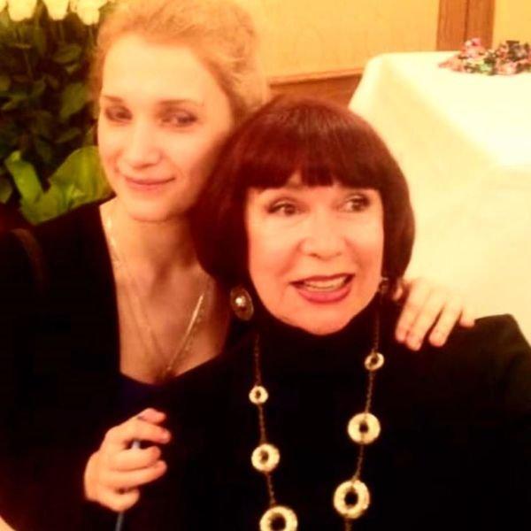 Мария Порошина почтила память мамы в день её рождения