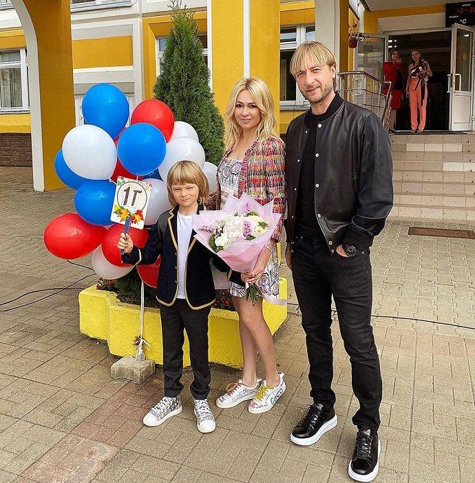 Почему Яна Рудковская отдала сына в обычную школу