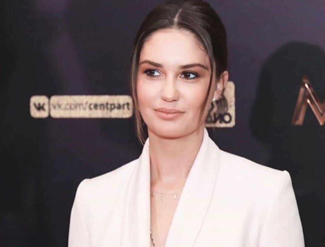 Зрители раскритиковали поведение Агаты Муцениеце во время интервью с Ксенией Собчак