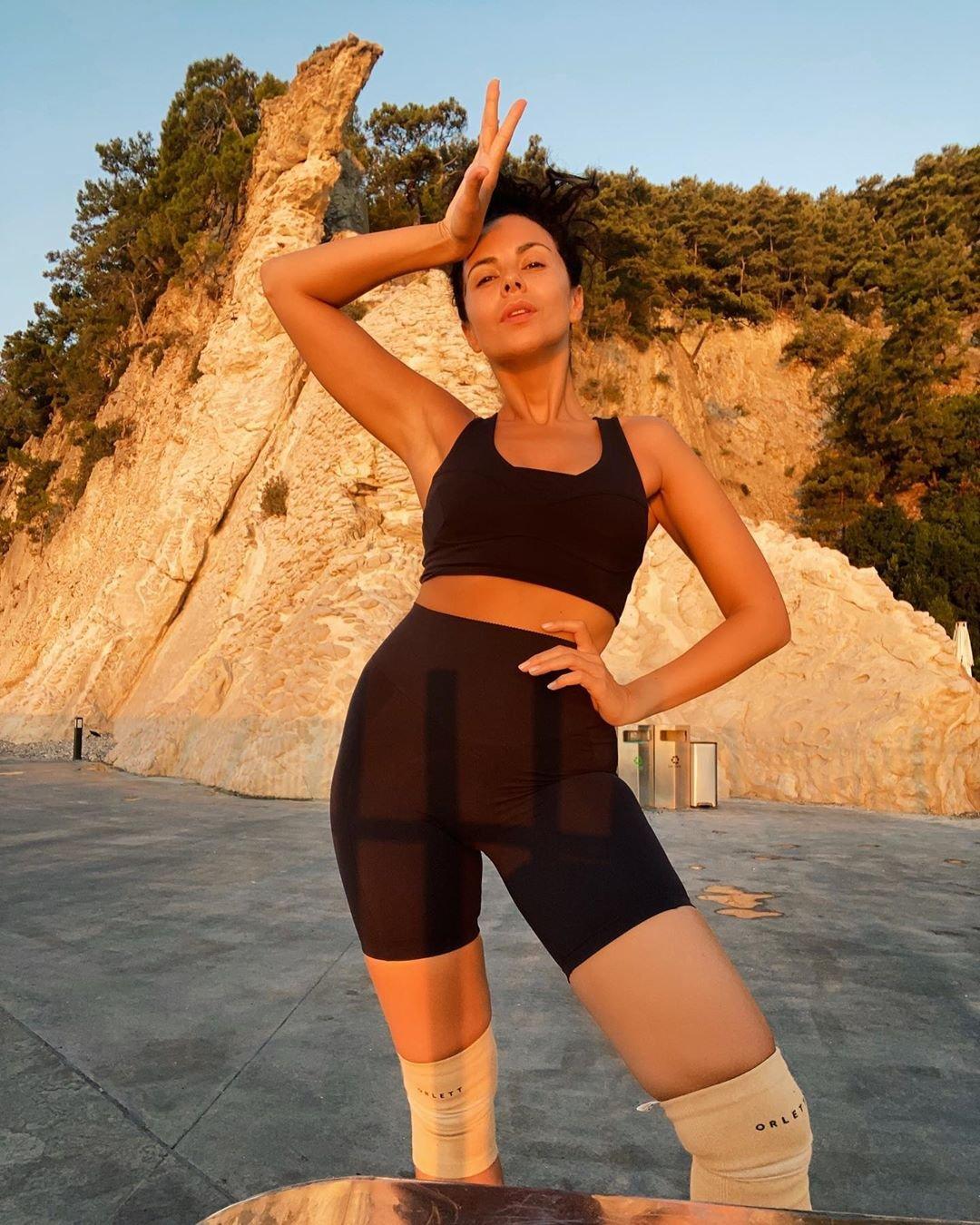 Настя Каменских показала неудачный снимок с огромной ногой