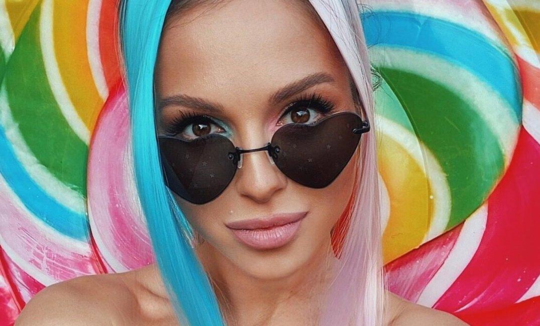 Нюша снялась в сочной фотосессии для рекламы купальников