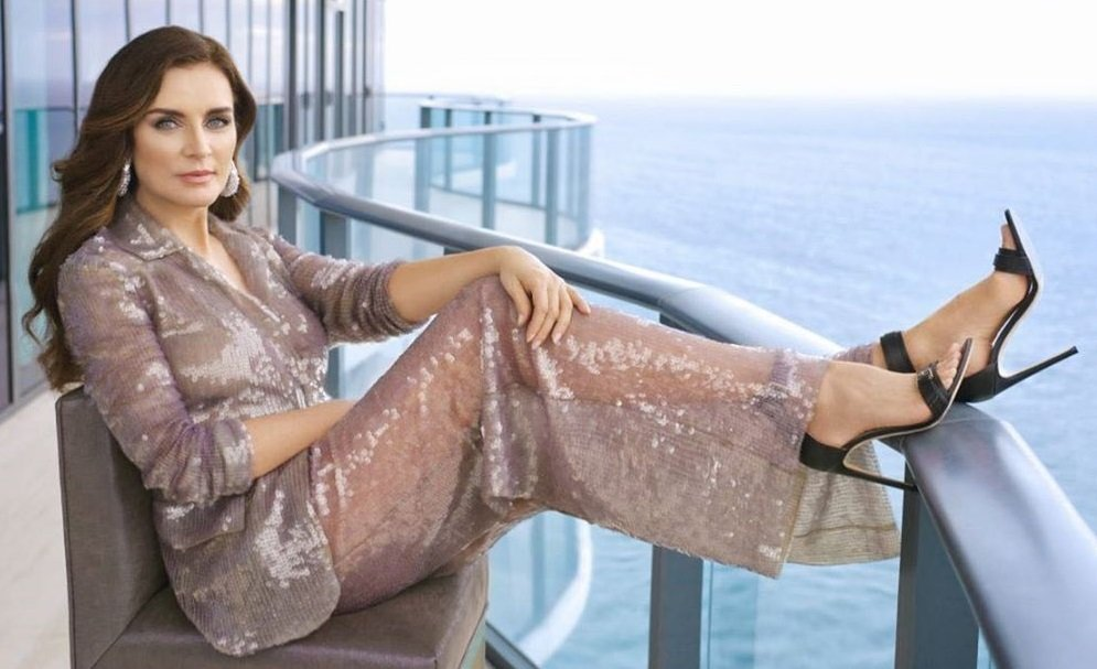 Супруга Игоря Крутого собрала массу комплиментов, показав себя в шикарном платье