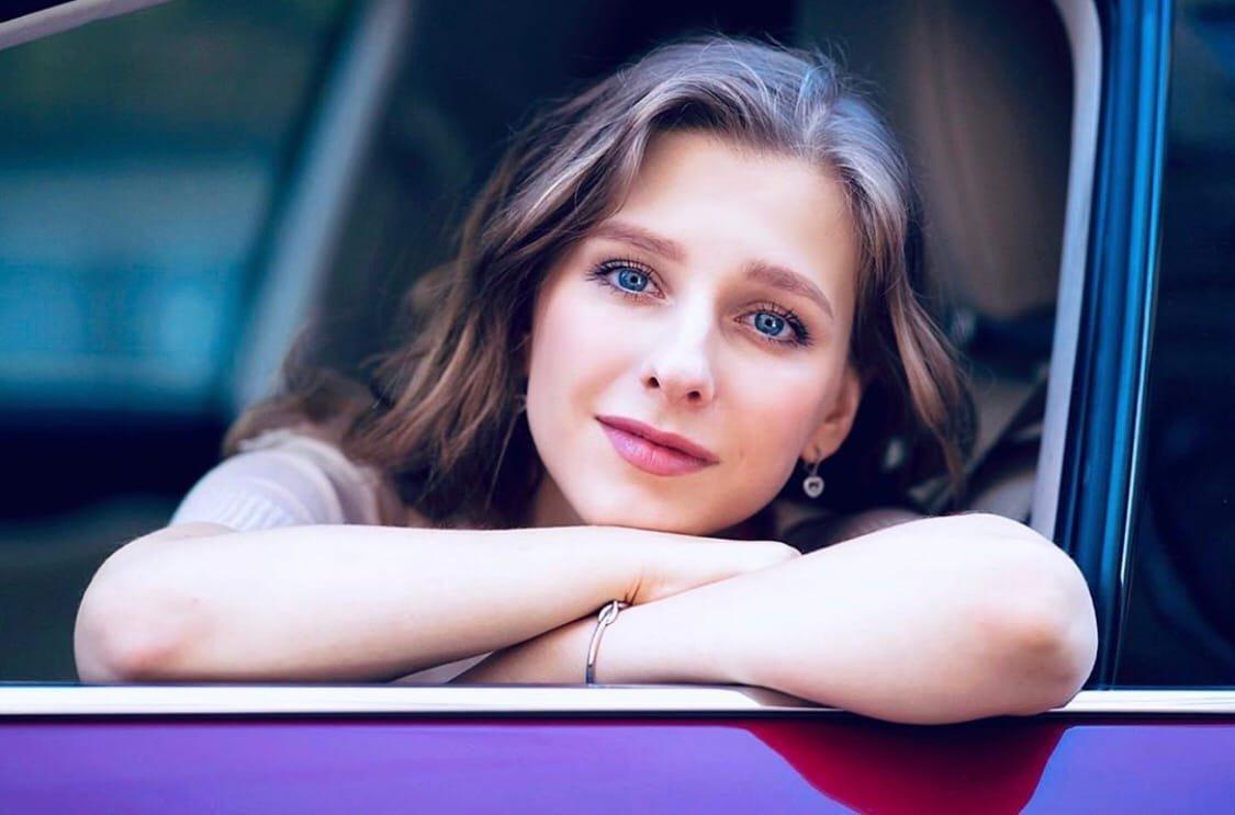 Лиза Арзамасова  объяснила, почему не комментирует свои отношения с Ильей Авербухом