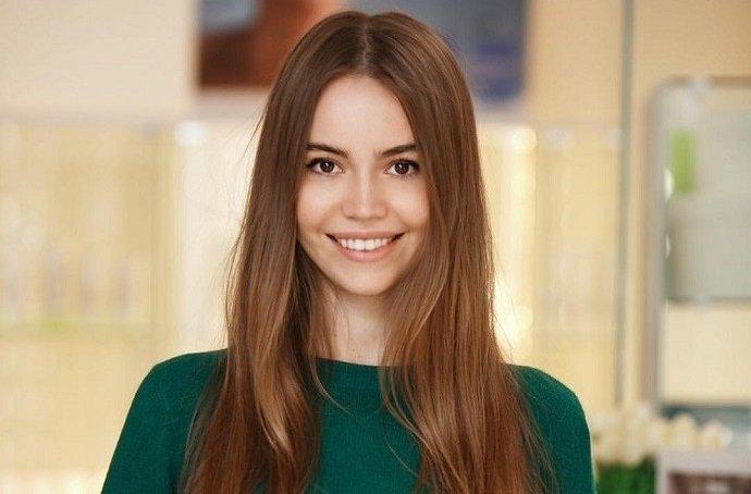 Бережем красоту смолоду: Лиза Арзамасова и Татьяна Русина обсудили профессиональный уход за кожей лица