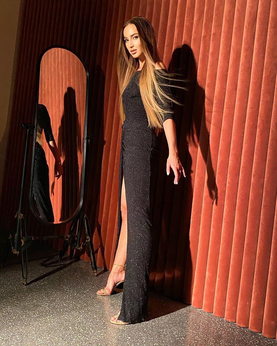 Ольга Бузова предстала в шикарном платье с длинным разрезом