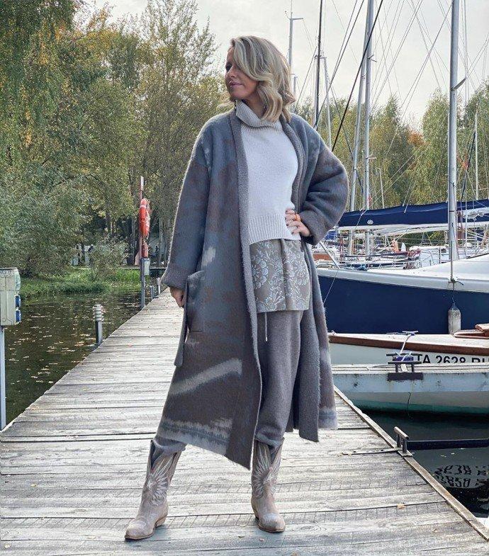 5 элементов одежды и все серые: необычный внешний вид Ксении Собчак