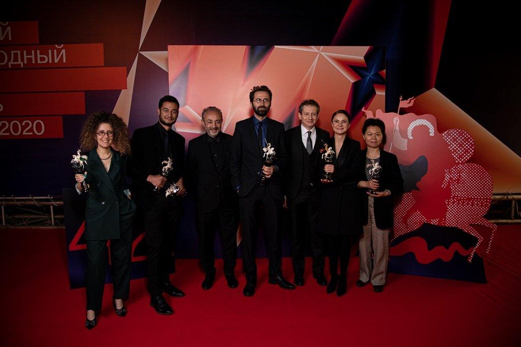 ММКФ-2020: красная дорожка церемонии закрытия и победители фестиваля