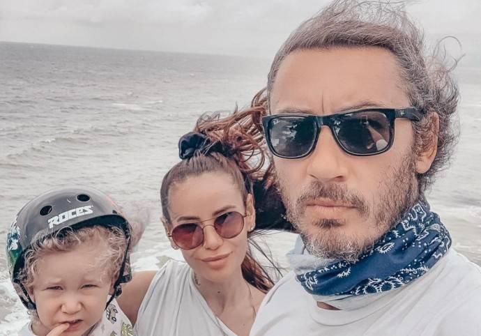 Айза Долматова поссорилась с бывшим мужем из-за сына