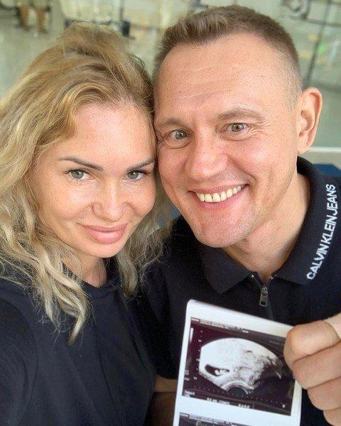 Степан Меньщиков усомнился в том, что является отцом дочери Ангелины Монах