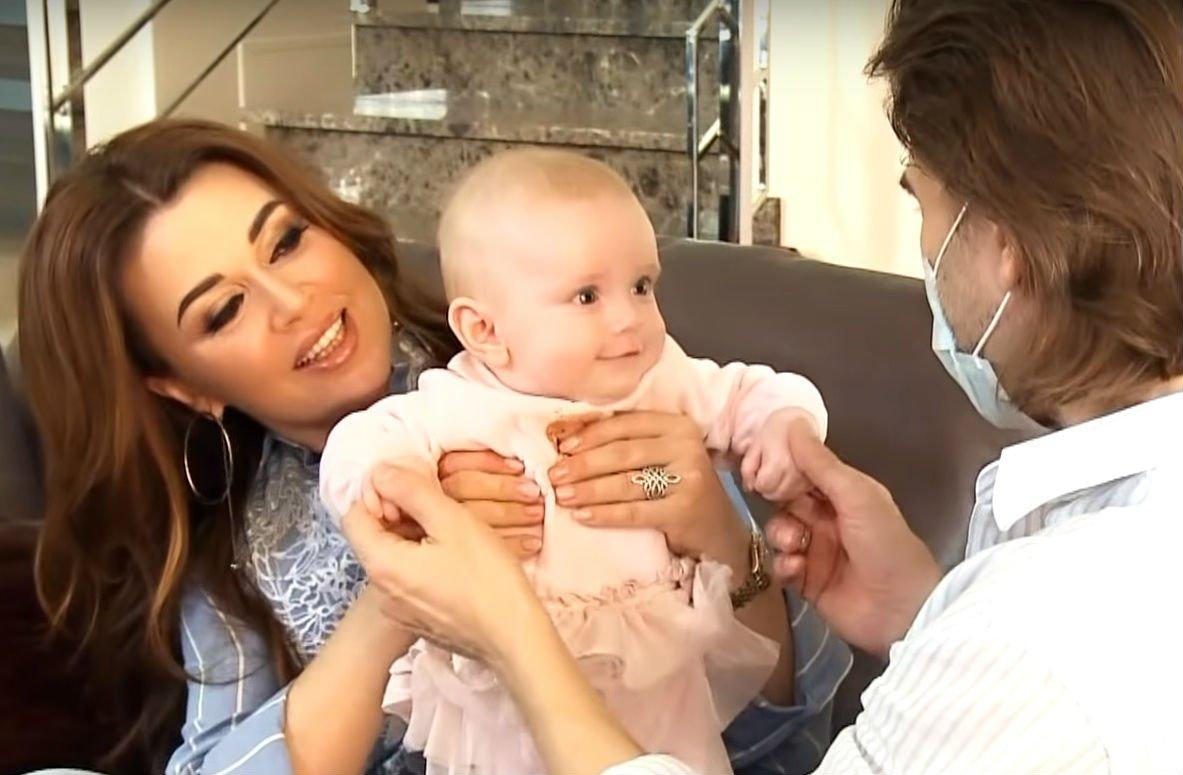 Анастасия Макеева сообщила, что младшую дочь Анастасии Заворотнюк родила суррогатная мать