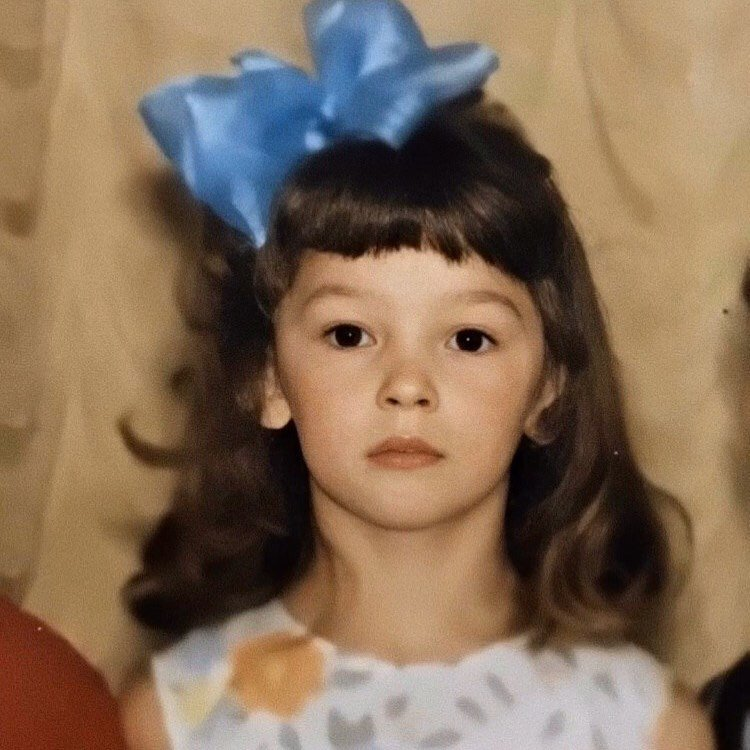 Настя Ивлеева показала, как выглядела в детстве