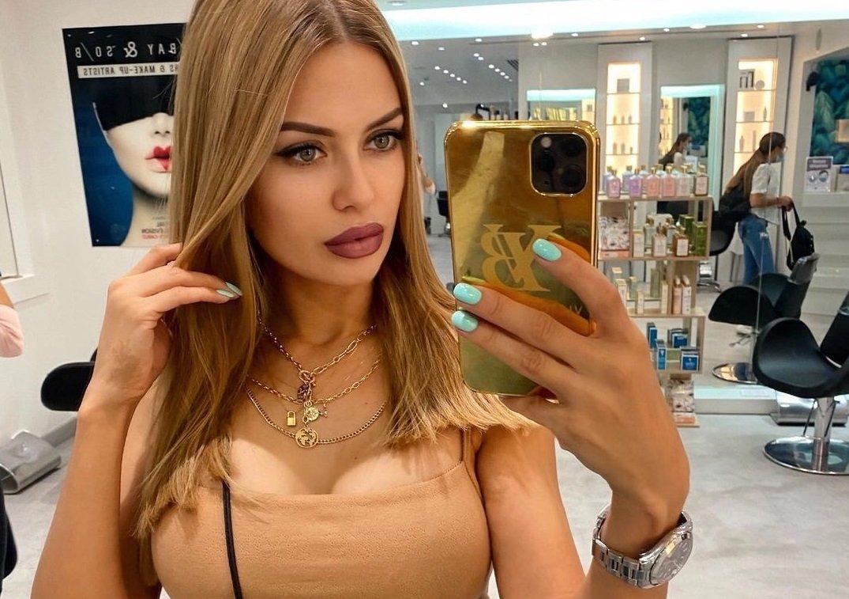 Виктория Боня сделала длинное наращивание волос